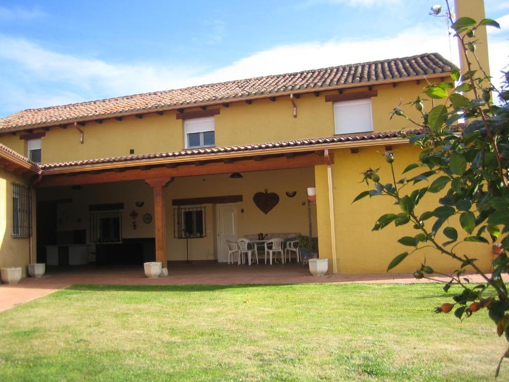 Vacation home casa constanza vega de infanzones spain for Booking casas