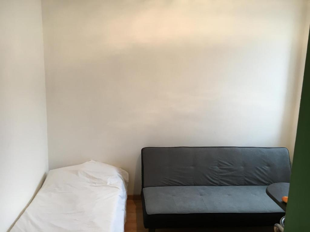Apartment chambre meubl e gare nord le mans including for Chambre airport