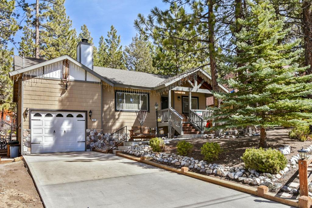 Vacation Home Bear 39 S Lair By Big Bear Cool Cabins Big