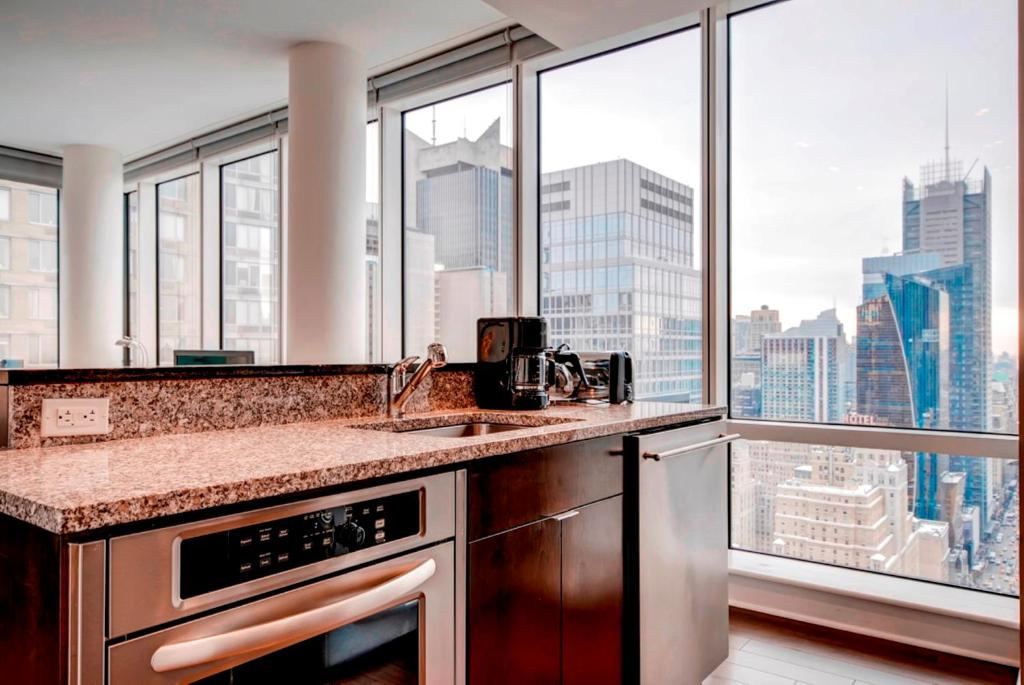 Apartamento luxury suites at west 48th st eua nova york for Hell s kitchen luxury apartments