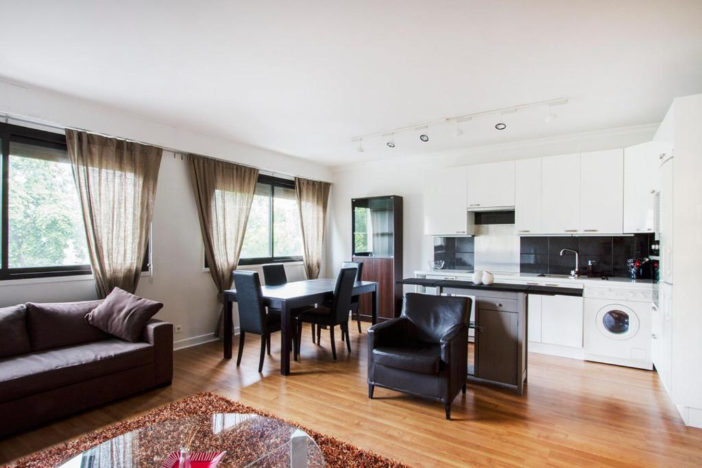 Apartment cmg porte maillot i neuilly sur seine france for Hotel porte maillot
