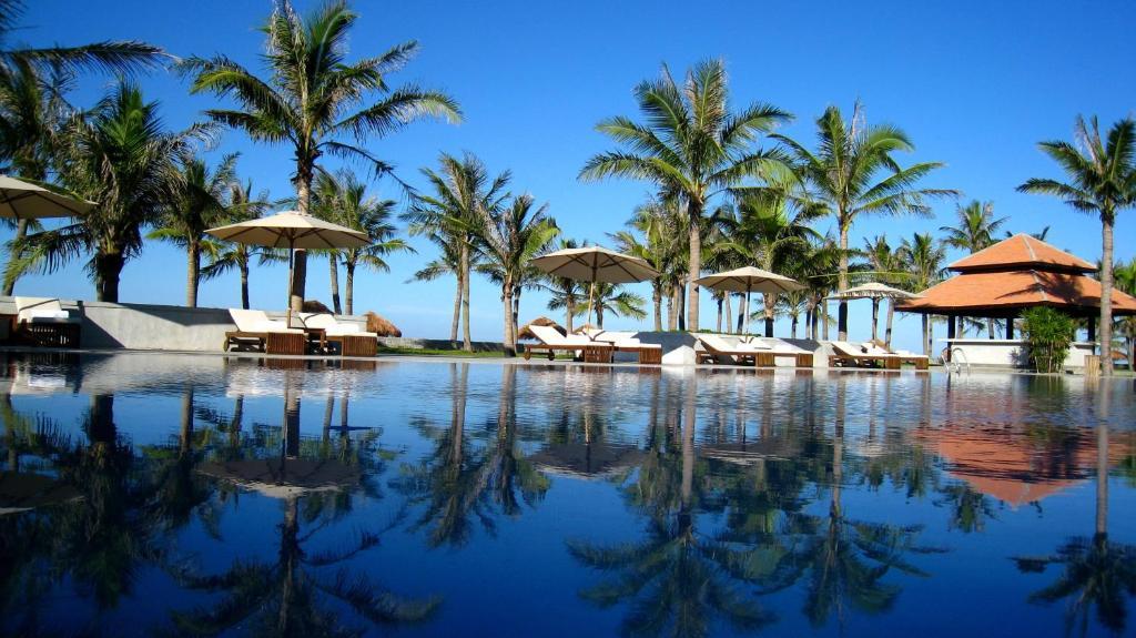 Hồ bơi trong/gần Ana Mandara Hue Beach Resort