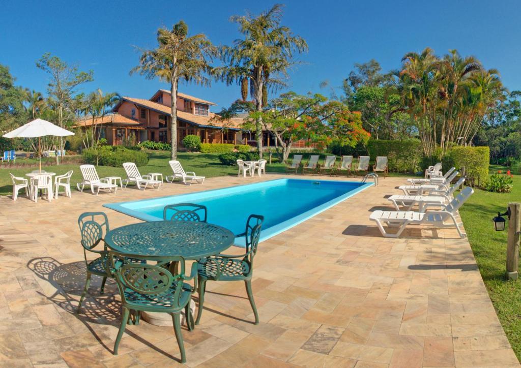 A piscina localizada em Hotel Pousada da Lagoa ou nos arredores