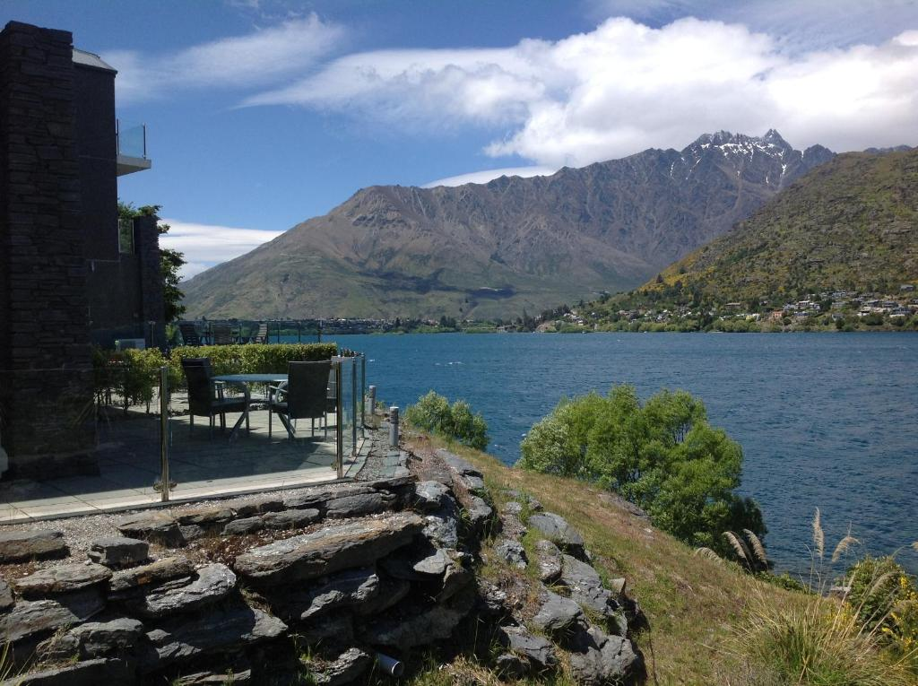 Lakefront villa queenstown new zealand for 5 the terrace queenstown