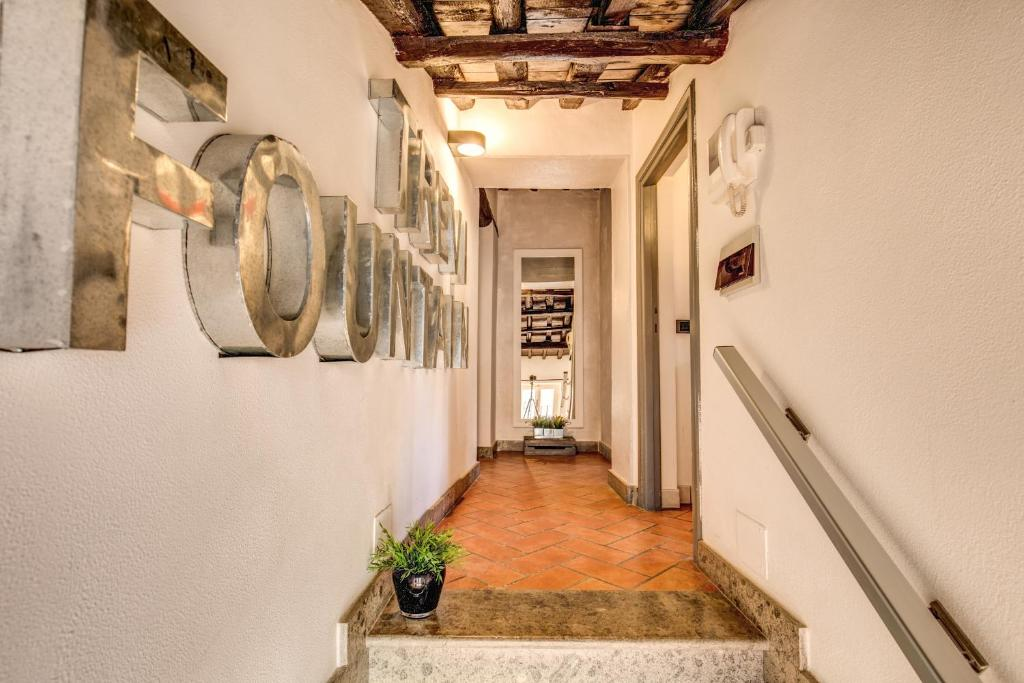 Chic apartment trevi rome italy for Hotel rome chic