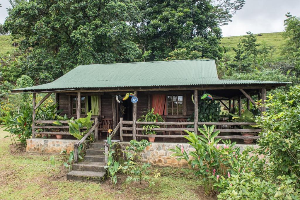 Casa de vacaciones cabina monta as del tenorio costa rica - Apartamentos de montana ...