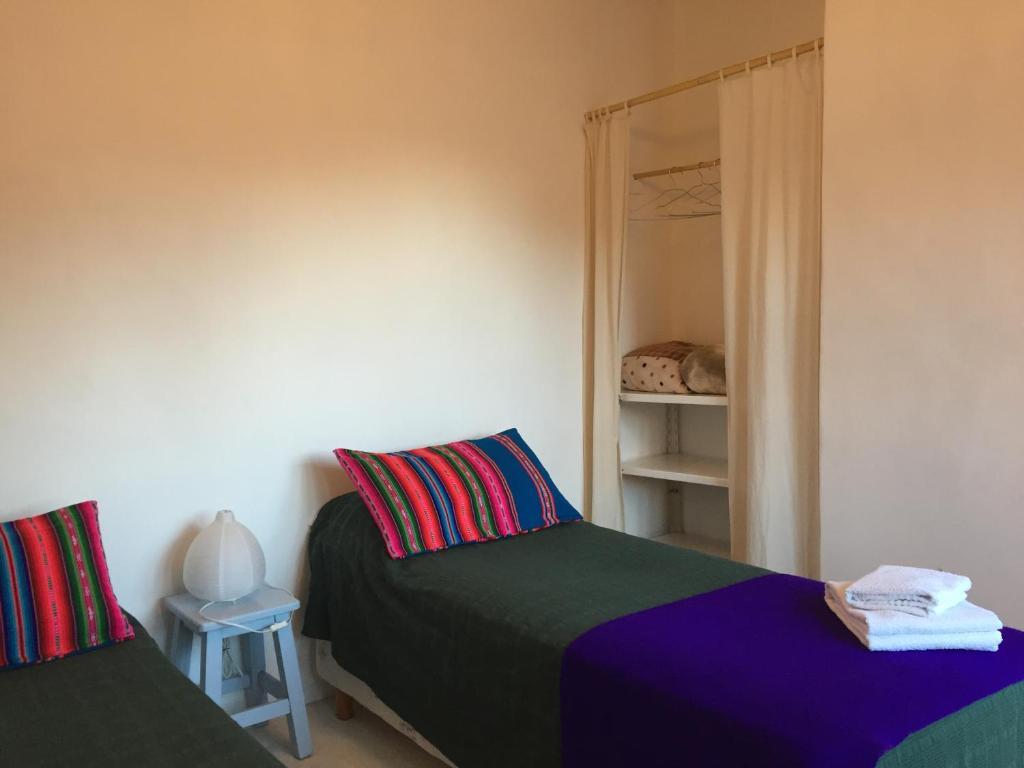Una cama o camas en una habitación de Alojamiento en Tilcara