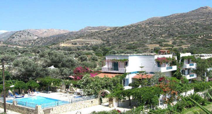 נוף של הבריכה ב-Armonia Hotel או בסביבה