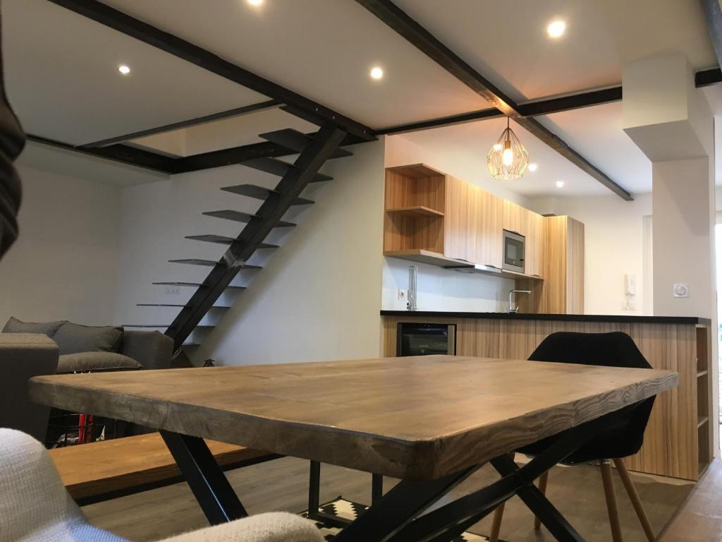 departamento duplex la fabrique francia marsella. Black Bedroom Furniture Sets. Home Design Ideas