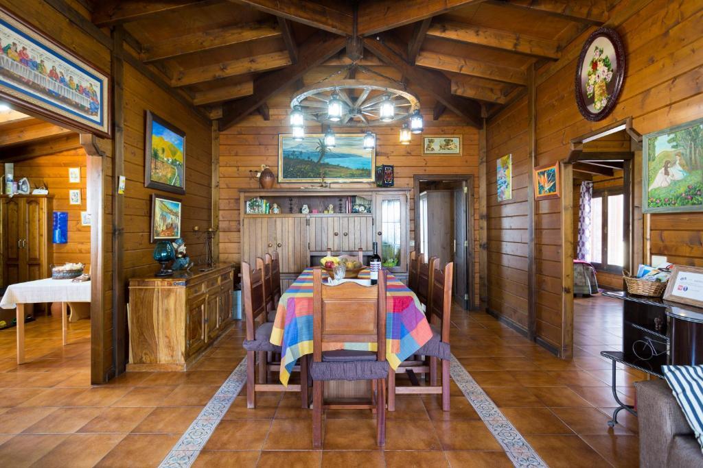 Casa de vacaciones casa madera vistas mar y monta a espa a arafo - Casas de madera en espana ...