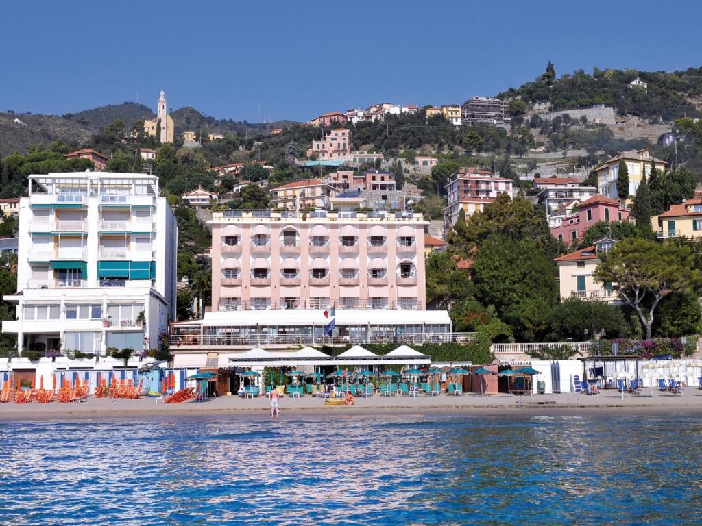 Hotel regina italien alassio for Hotel regina barcelona booking