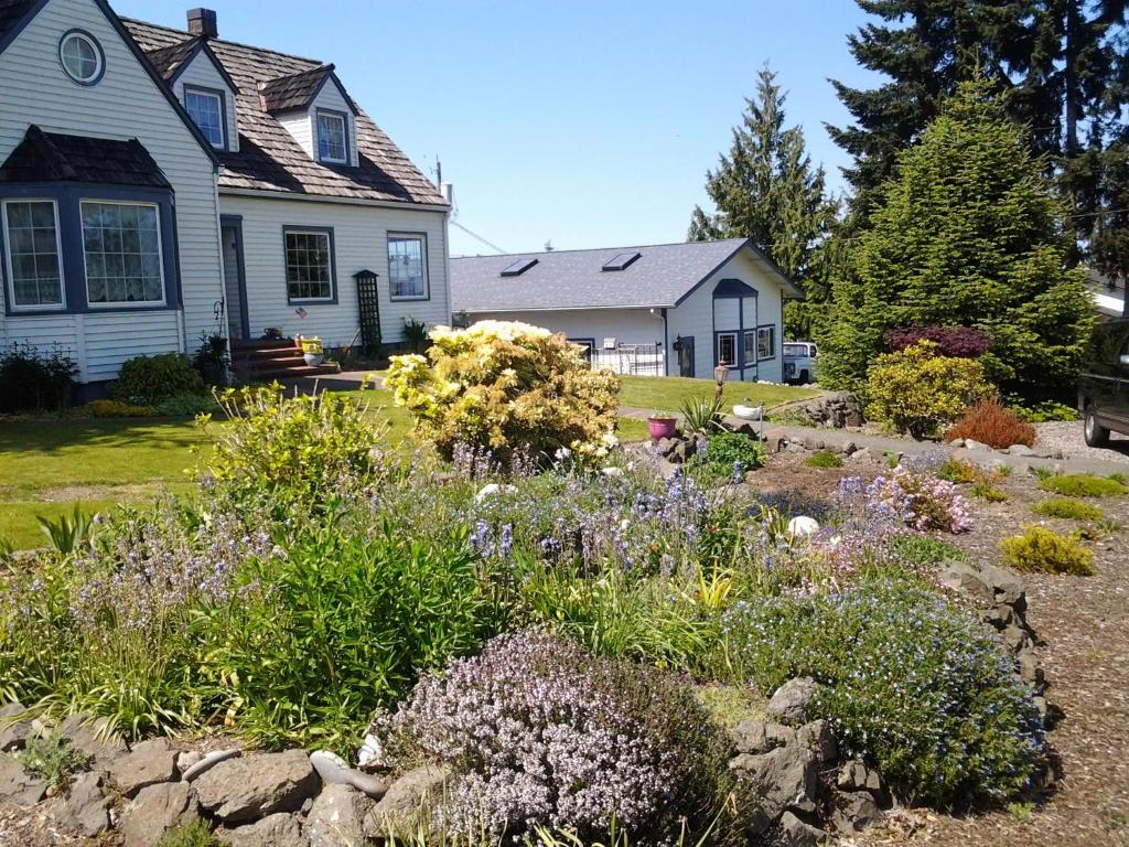 Vacation home our 1941 victorian getaway port angeles wa for Our victorian house
