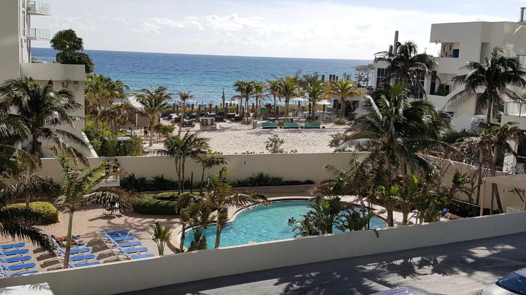 Rooftop Resort Swingers Hollywood