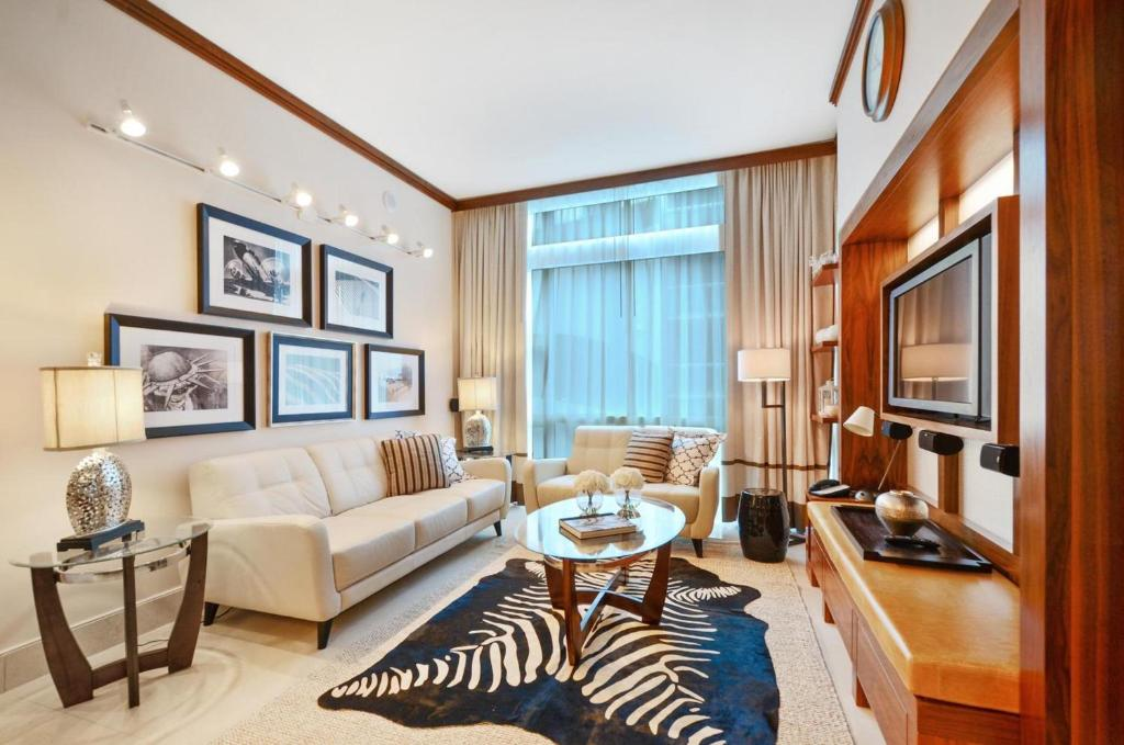 Collins avenue 209 39 39 39 for 2 bedroom suites on collins avenue