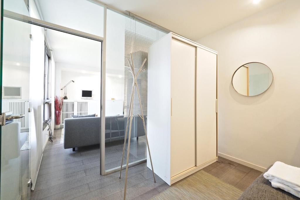 Pla a universitat apartment espa a barcelona - Placa universitat barcelona ...