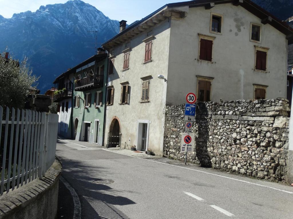 Il portico apartment italia riva del garda for Costo del portico anteriore