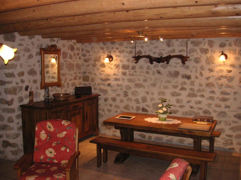 ancienne maison le couvent saint pal de senouire. Black Bedroom Furniture Sets. Home Design Ideas