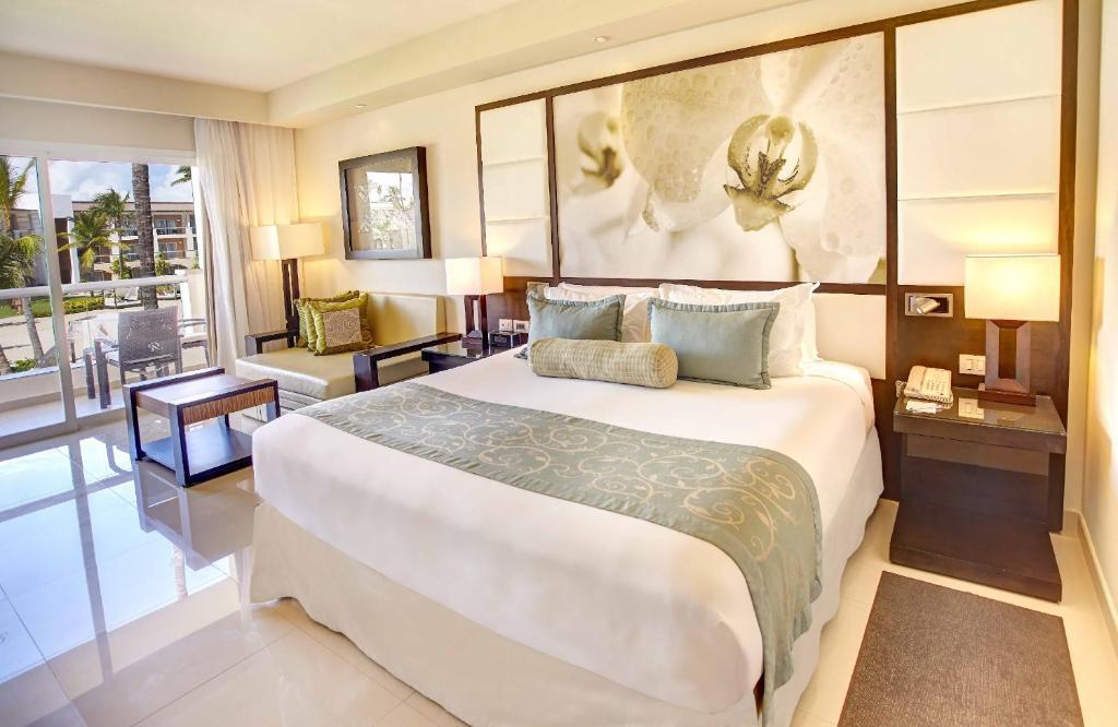 Una cama o camas en una habitación de Royalton Punta Cana Resort & Spa