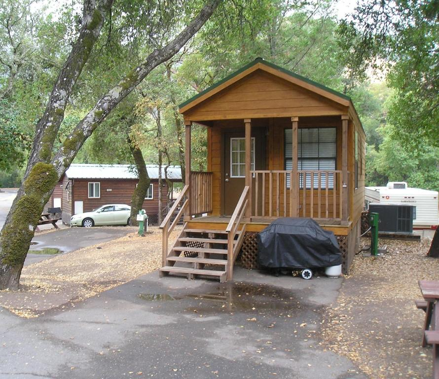 Russian river camping resort one bedroom cabin 1 ee uu for Russian river cabins