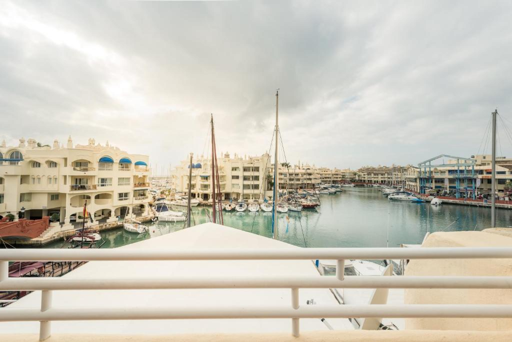Apartamento puerto marina espanha benalm dena for Apartamentos puerto marina