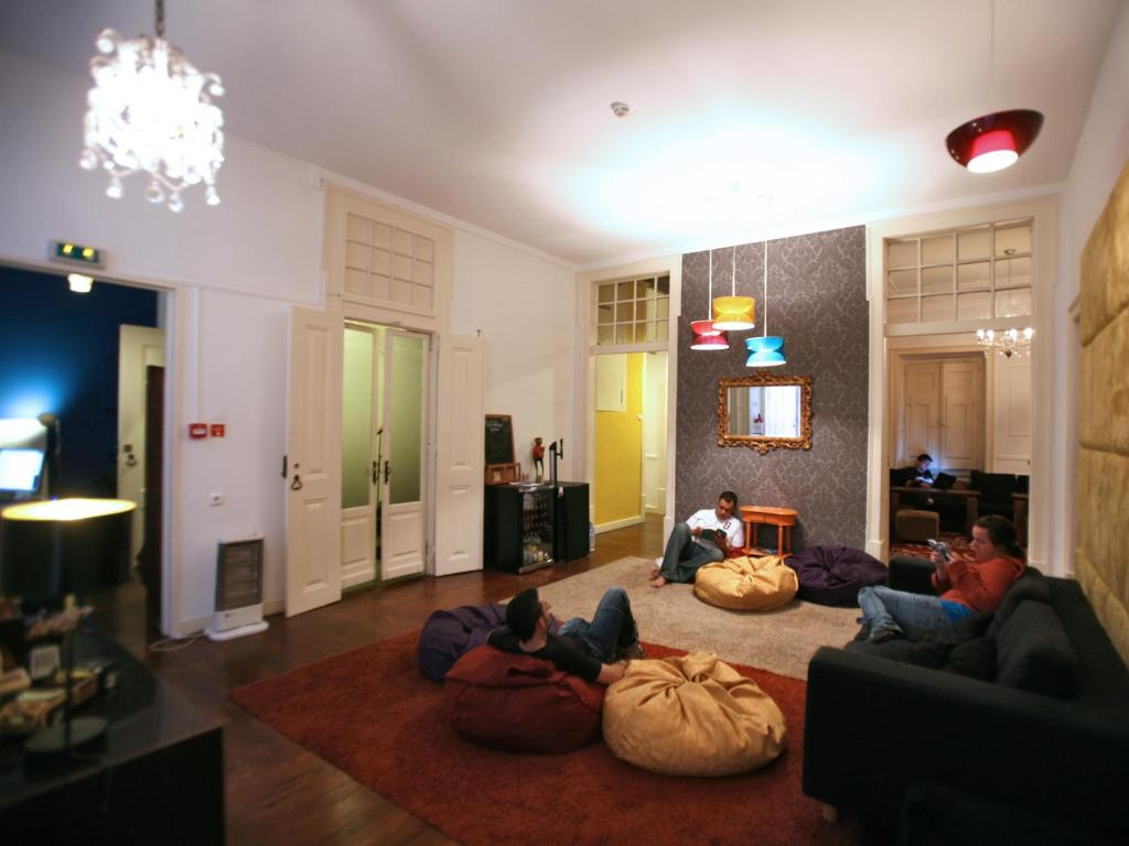 Uma área de estar em Travellers House - Hostel