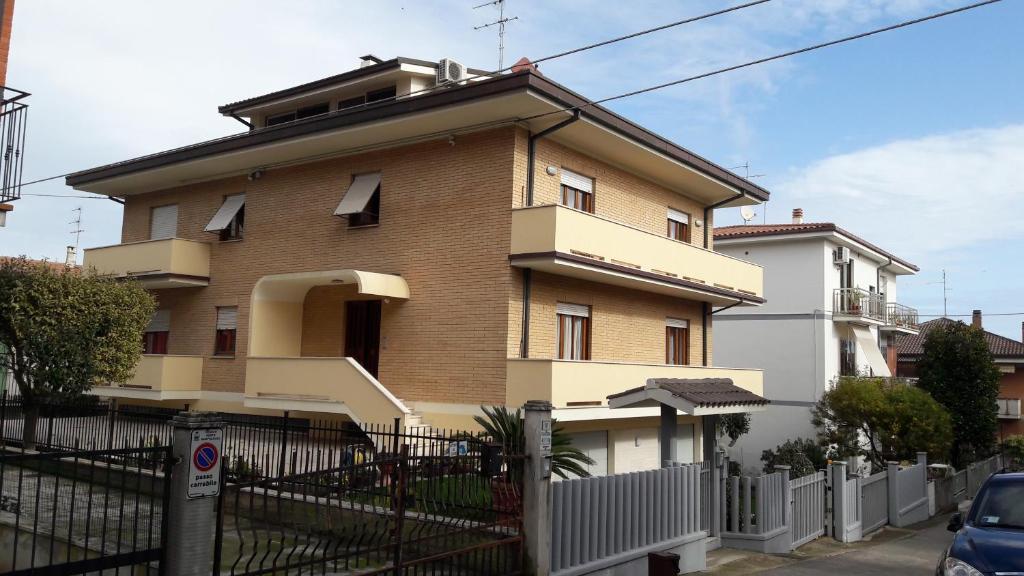Appartamento adriatico italia porto sant elpidio for Pianta dell appartamento di 600 piedi quadrati