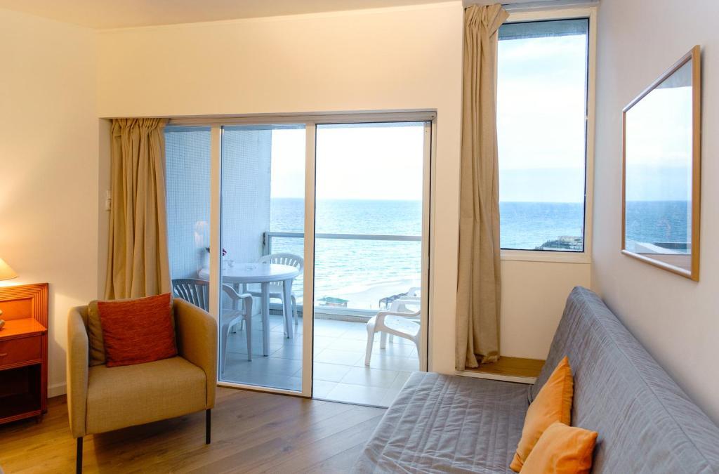 מדהים דירת סטודיו ומרפסת במלון מול הים בהרצליה, הרצליה – מחירים מעודכנים HZ-95