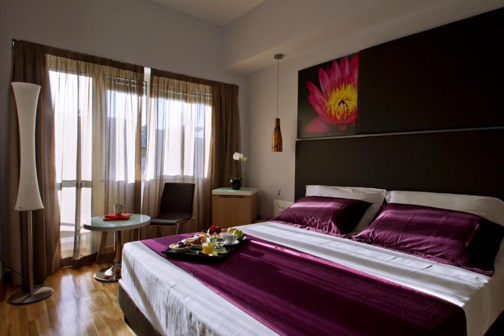 Una cama o camas en una habitación de Hotel Gravina San Pietro