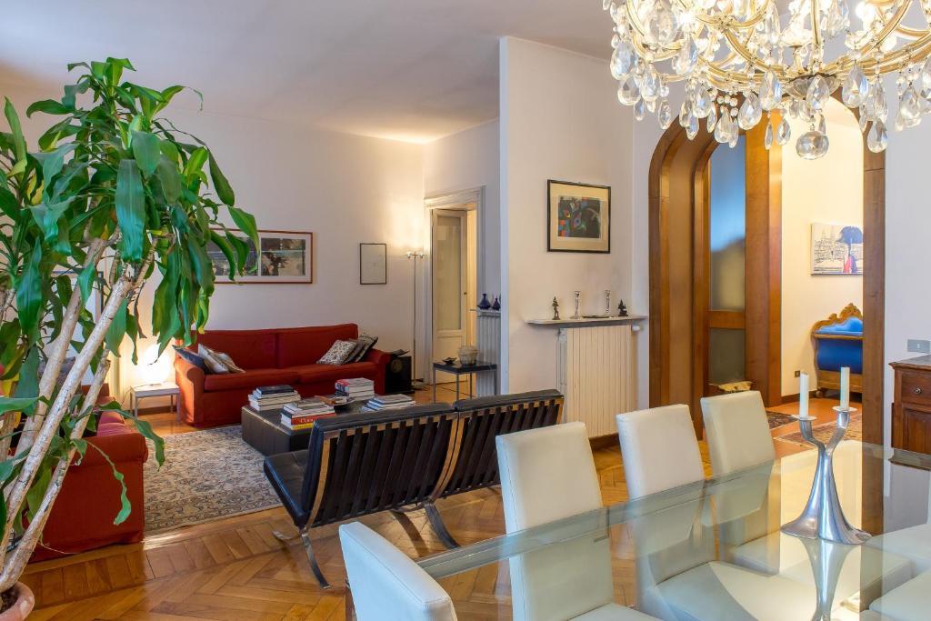 Appartamento di lusso a brera for Interni appartamenti di lusso