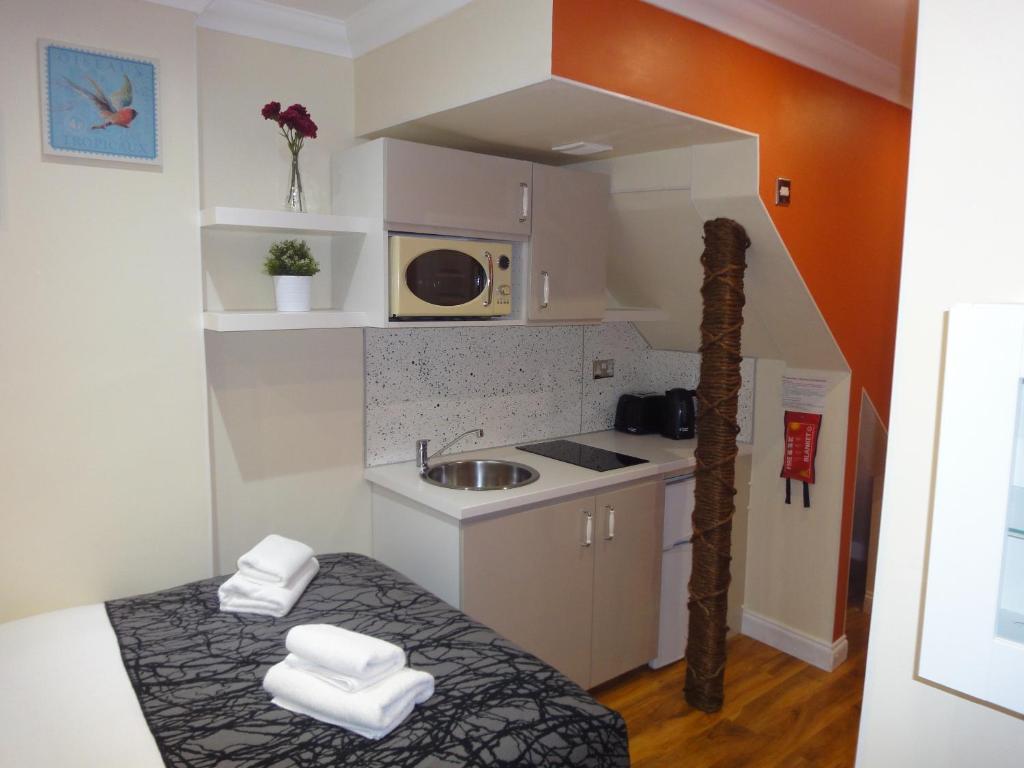 Nhà bếp/bếp nhỏ tại Dylan Apartments Kensington