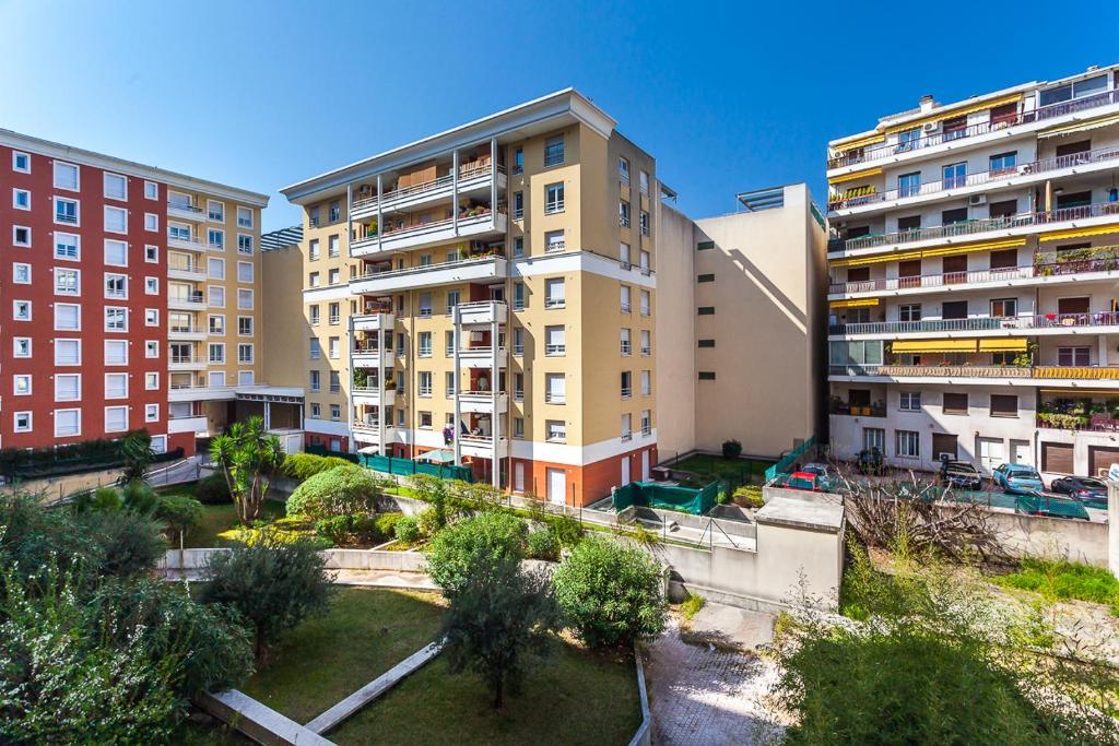 Appartamento blue pebble studio balcony francia nizza for Balcony booking