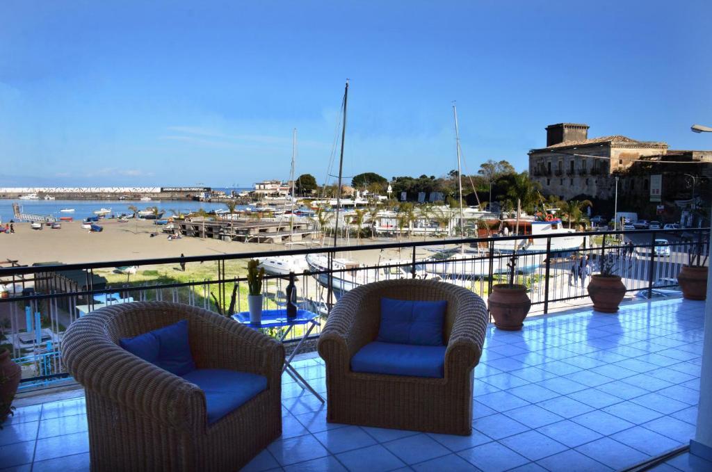 Departamento terrazza sul mare italia giardini naxos for Foto giardini a terrazza