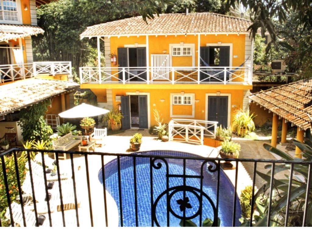 Uma vista da piscina em Villa Paradiso Pousada ou nos arredores