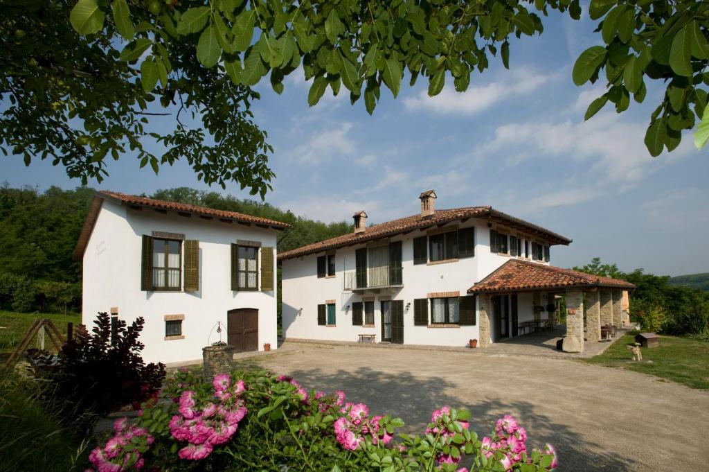 Casa de campo Cascina Il Ginepro (Italia Sinio) - Booking.com