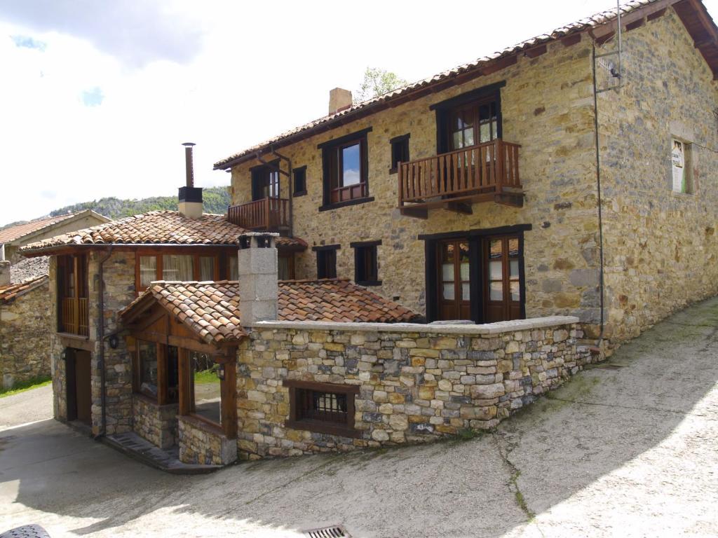 Casa rural la catedral de la monta a espa a lois for Casa en la montana