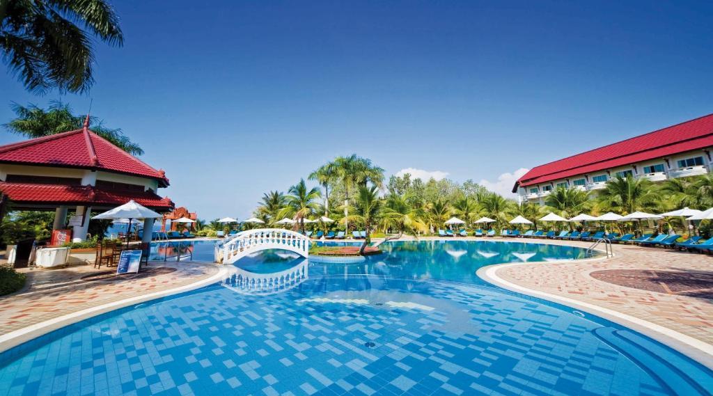 A piscina localizada em Sokha Beach Resort ou nos arredores