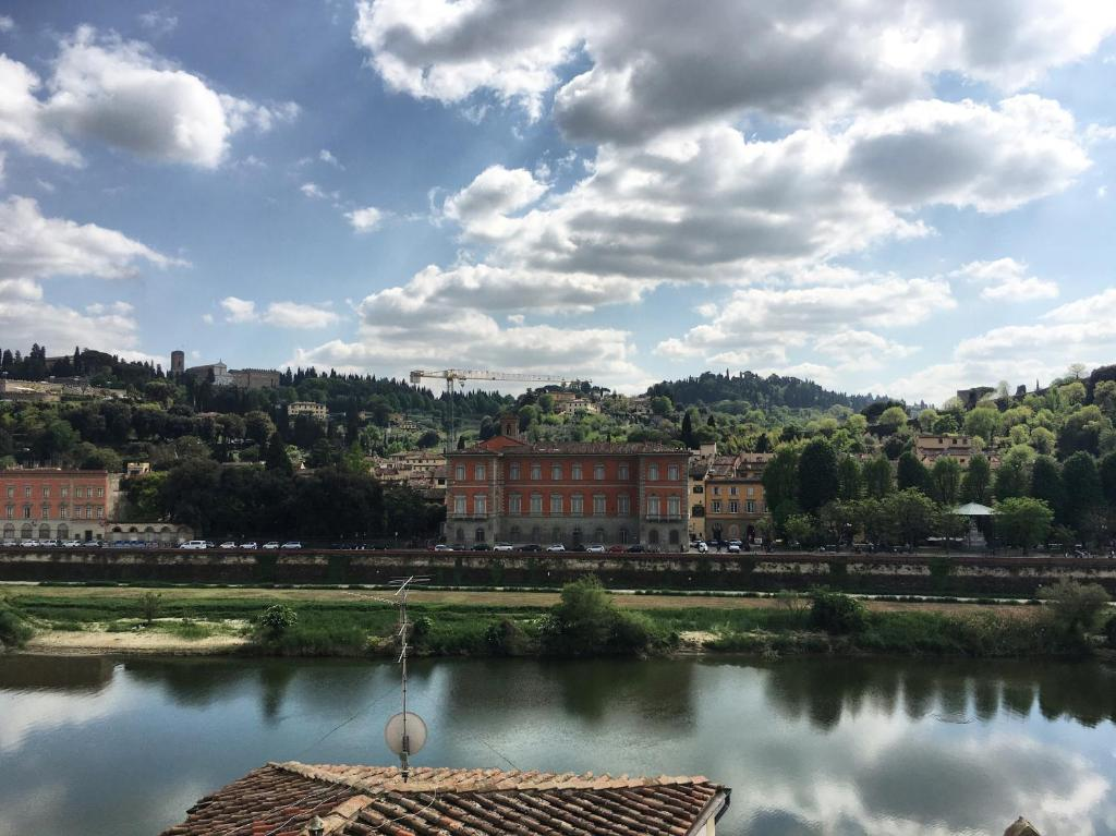 Departamento river arno terrace italia florencia for 22 river terrace
