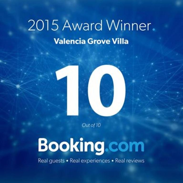 f5b9d68d637 Booking.com  Valencia Grove Villa