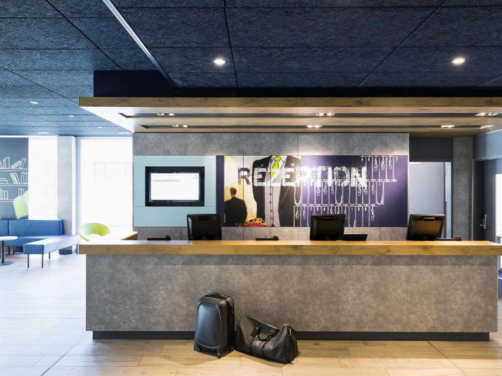 El lobby o recepción de ibis budget Zurich Airport