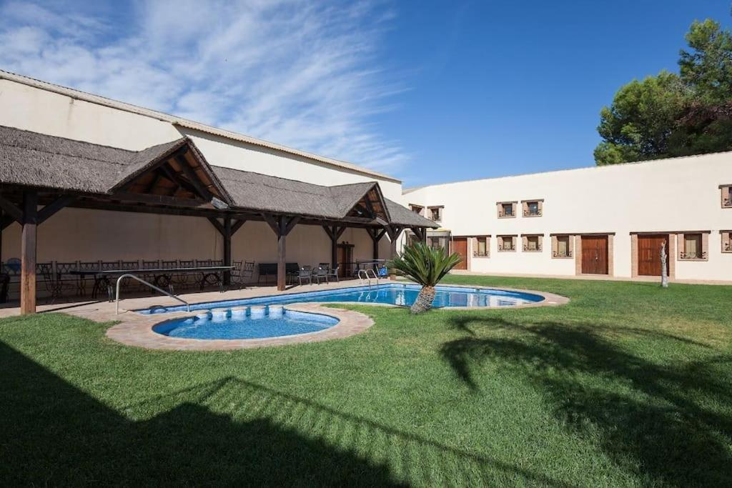 Villa olivar del desierto espa a tabernas for Casa rural jardin del desierto tabernas
