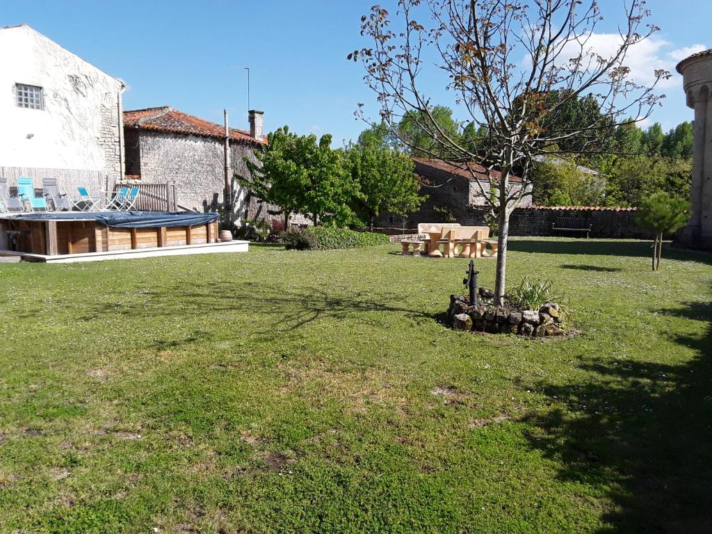 Casa de vacaciones jardine de l 39 eglise francia aulnay for Jardin jardine