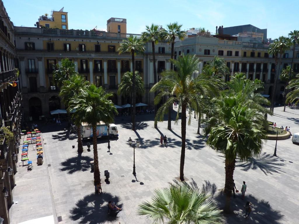 Barcelona hotel review roma reial barcelona spain - Hotel reial barcelona ...