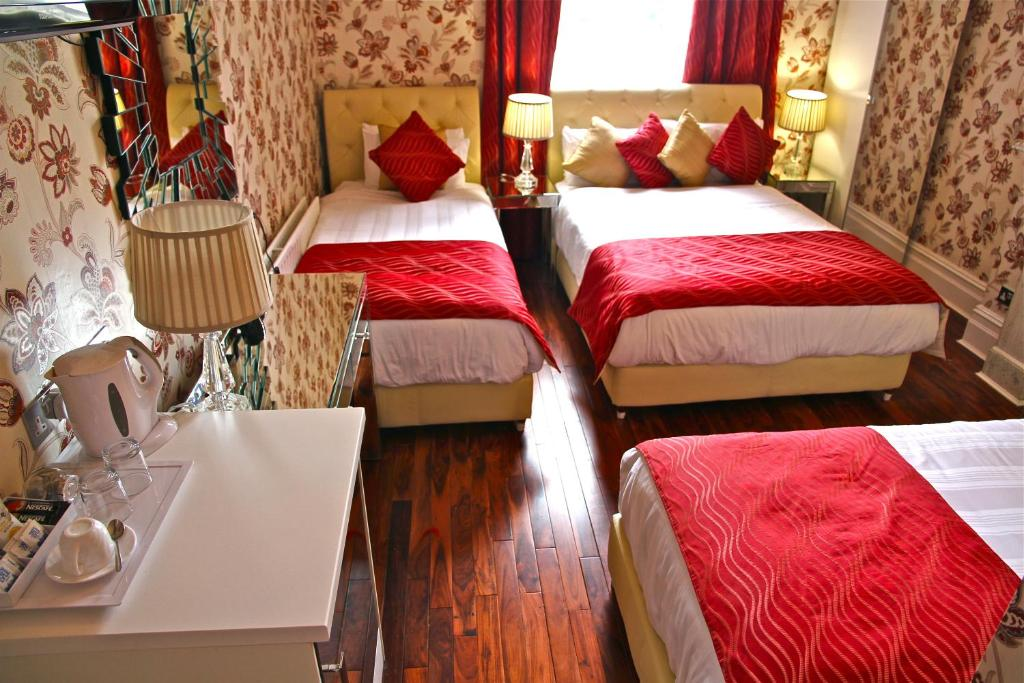 Crompton Guest House room 4