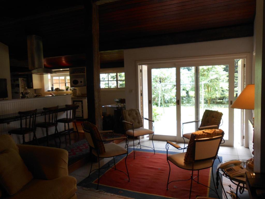 18 Casa p 8 com 3 suites