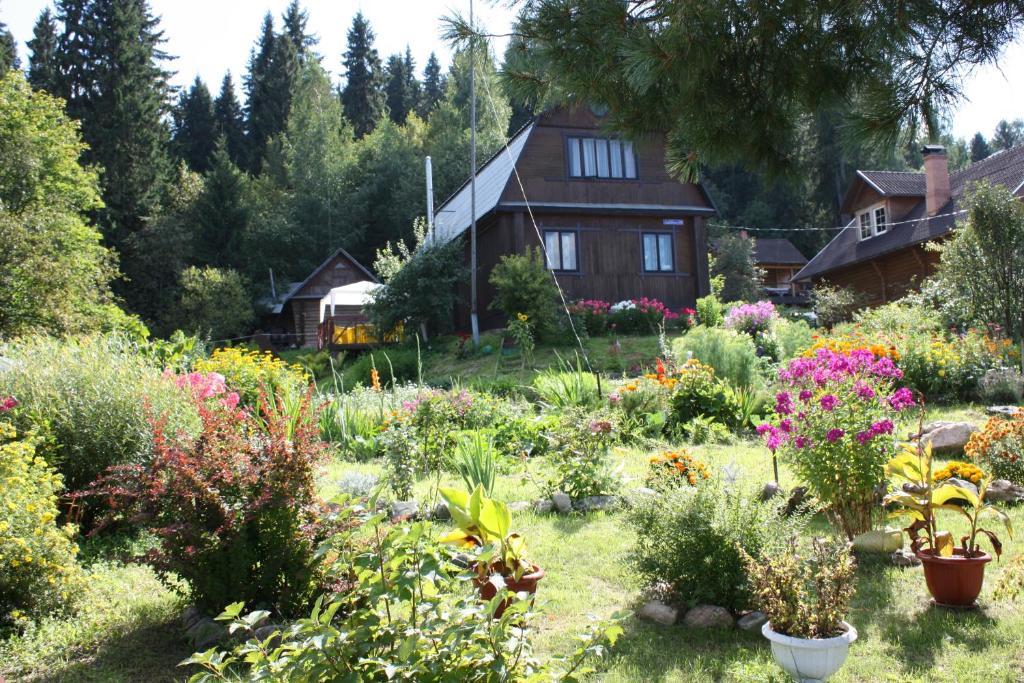 Guest house on Varvarinskaya 35
