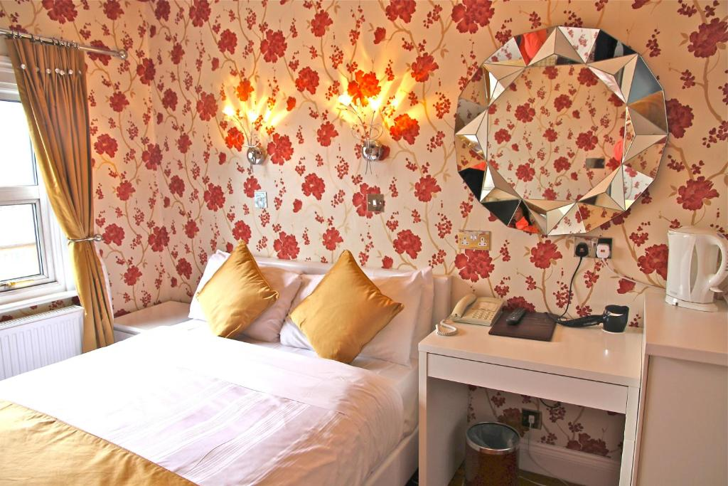 Crompton Guest House room 1