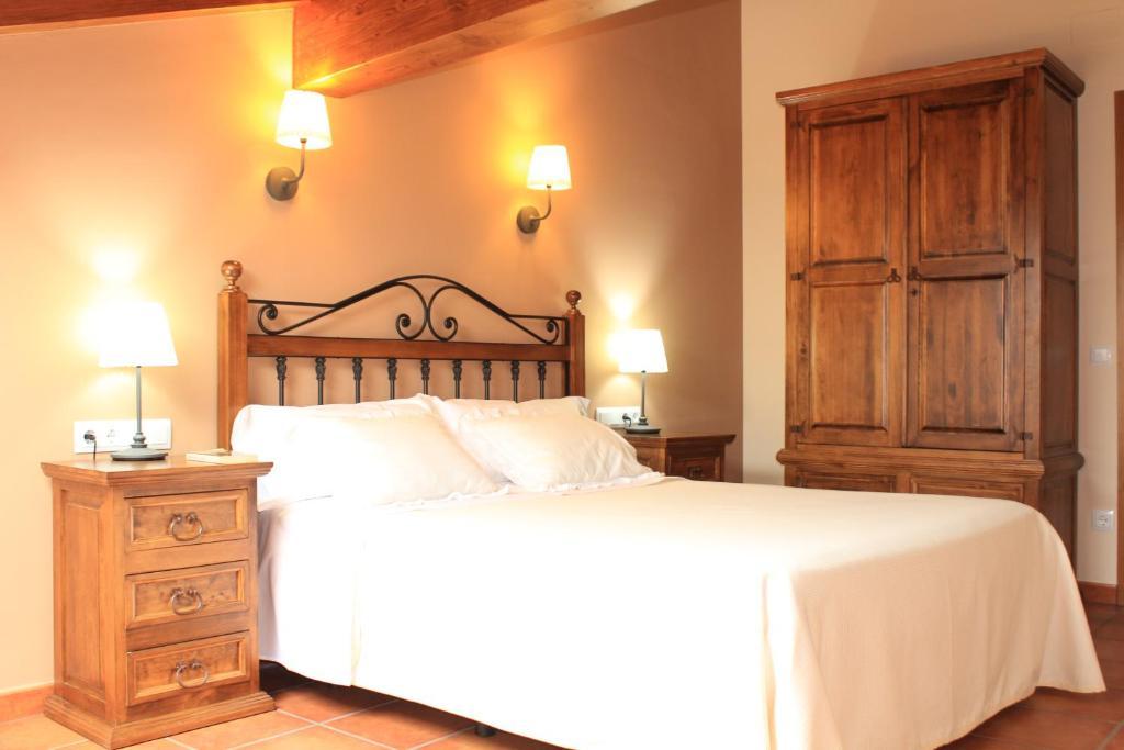 Casa de campo Los Rosales de Isabel (España Corral de Ayllón ...