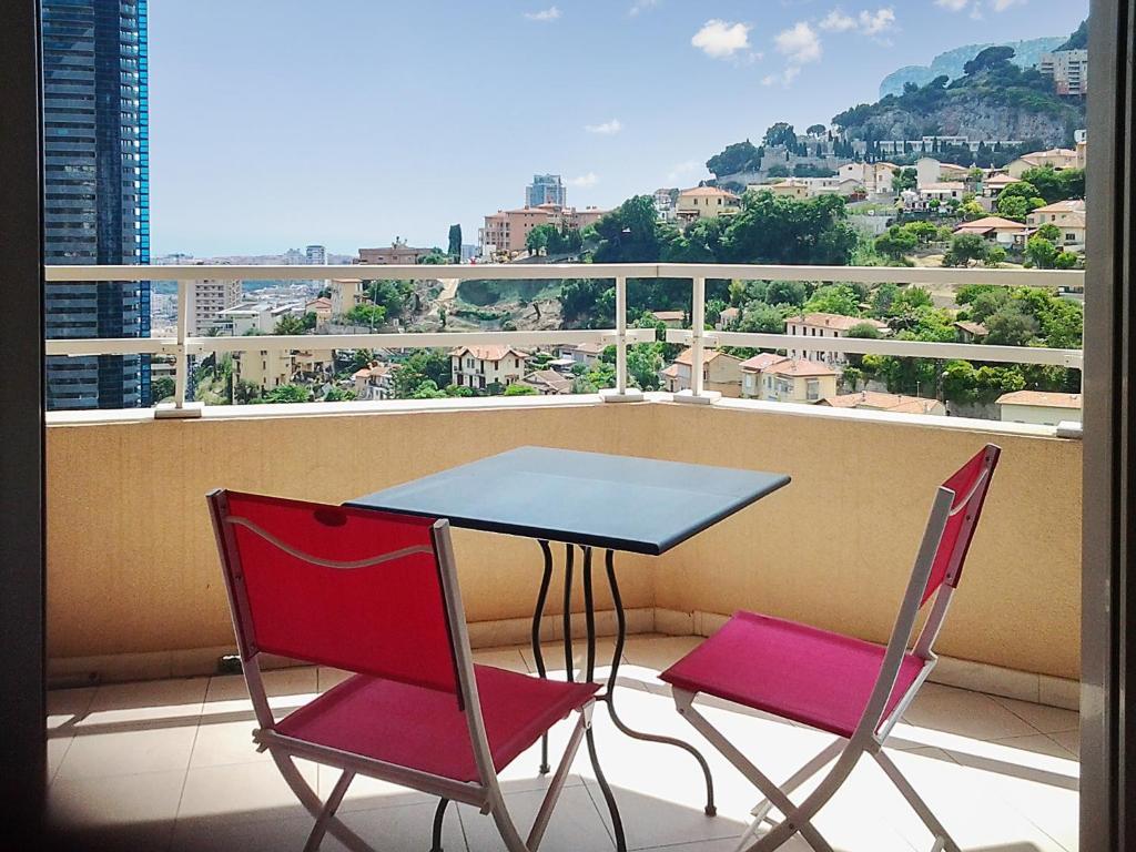 Hotel Monaco Avec Piscine Interieure