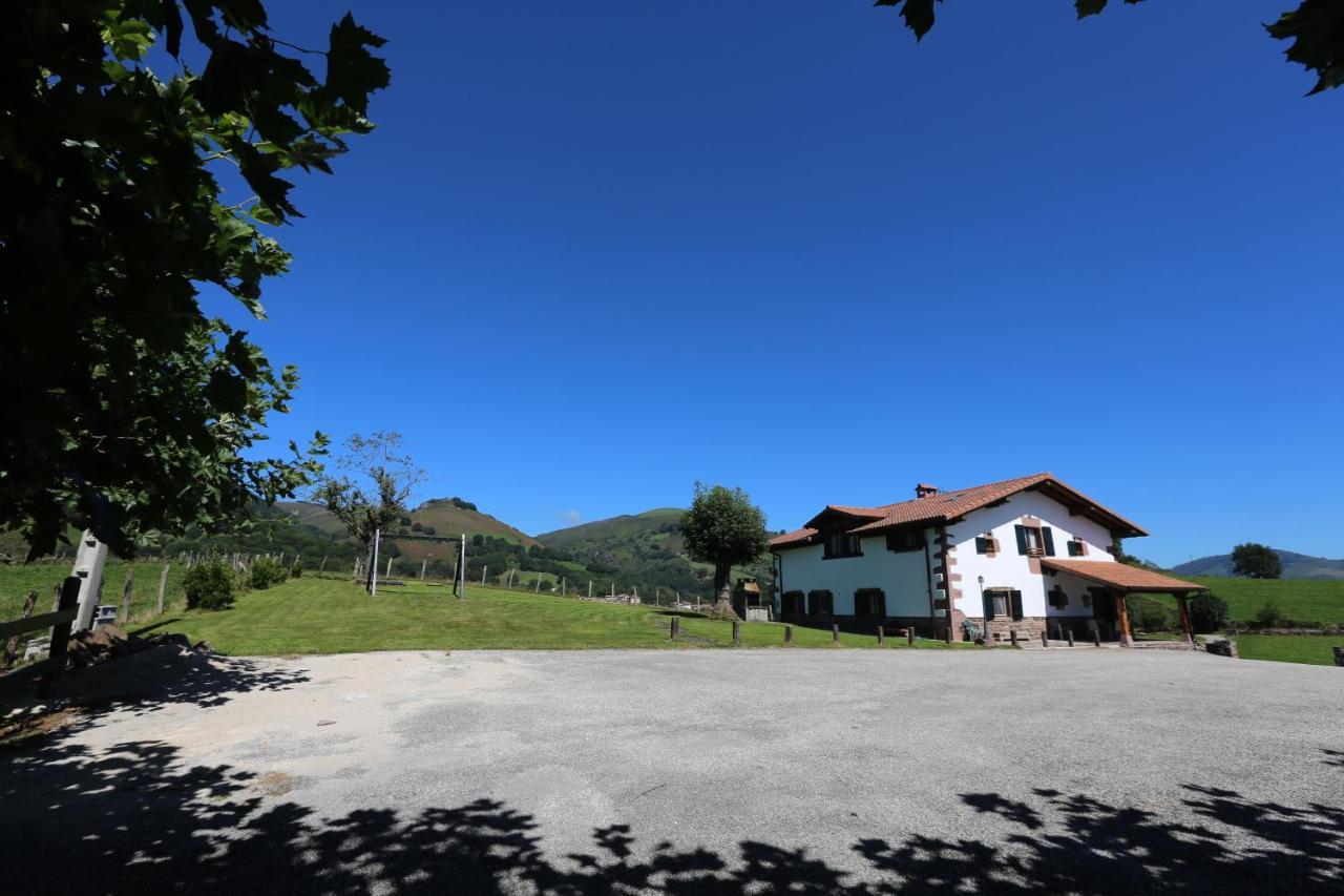 Casa de campo Apaiolarre (España Zuaztoy de Azpilcueta ...