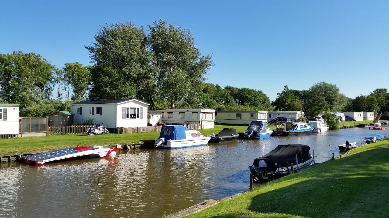 Camping De Zeehoeve Luxe chalet (2 badkamers) (Países Bajos Harlingen) - Booking.com